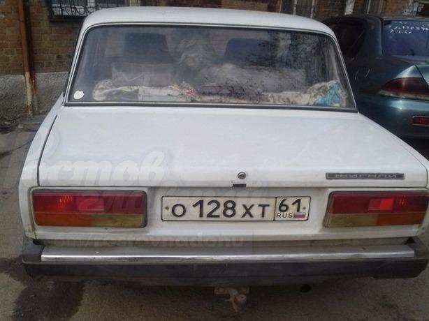 Уже более суток в Ростове безответственный хозяин держит в автомобиле свою собаку