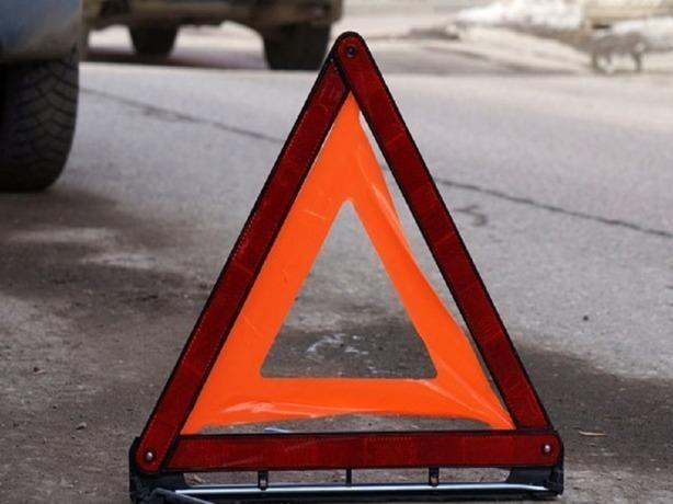 Мучающиеся от боли два водителя и пассажирка без сознания: в центре Ростова столкнулись две иномарки