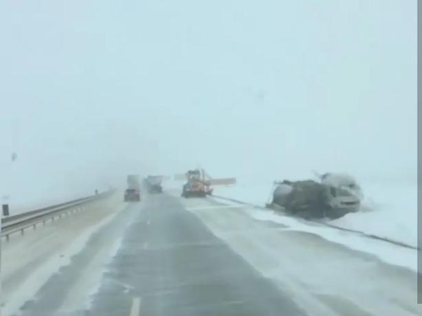 У природы нет плохой погоды: трасса Ростовской области погрязла в аварийном коллапсе