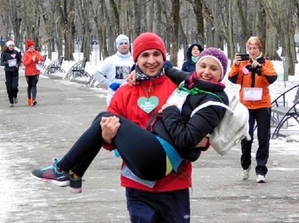 Сотни ростовчан искали свою любовь во время забега