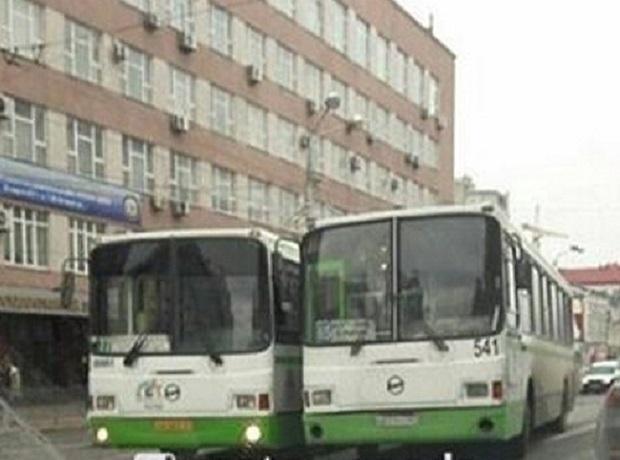 Гонка 2-х автобусов завершилась трагедией вцентре Ростова