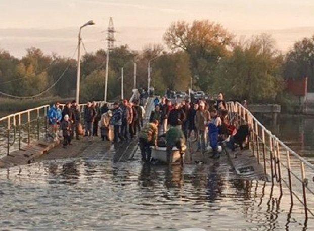 300 человек оказались отрезаны от материка после затопления моста в Ростове