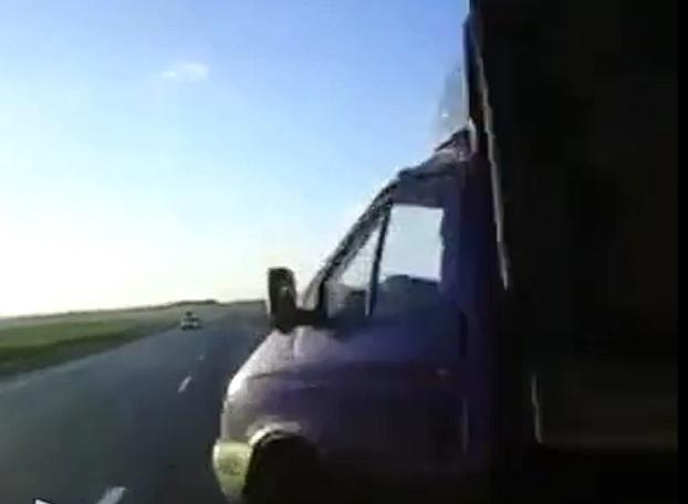 Появилось видео страшного столкновения Ниссана с «Газелью» под Ростовом
