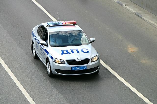 В Новочеркасске клиент подрался с таксистом и угнал его машину