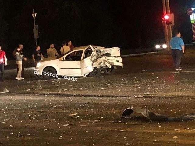 В Ростове произошло страшное ДТП с тремя автомобилями и велосипедистом