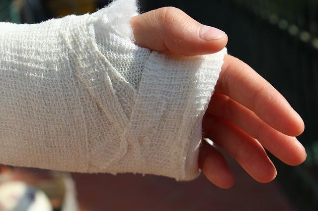 Из-за халатности врача-травматолога юному дончанину пришлось делать операцию