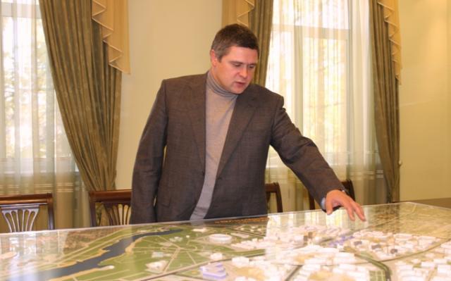 За махинации с землей задержан бывший мэр Шахт Денис Станиславов