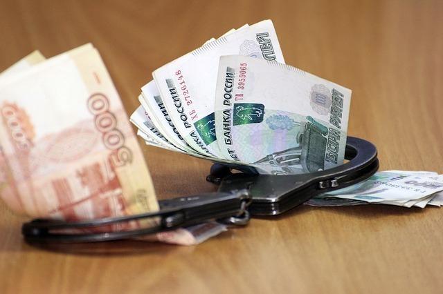 В Азове пристав забрала себе деньги, которые ей передал должник