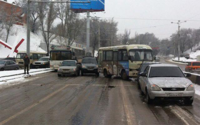 В Ростове-на-Дону в два раза выросли цены на такси -  виноват гололед