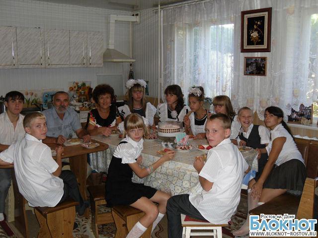 В Ростовской области пенсионеры воспитывают десять приемных детей