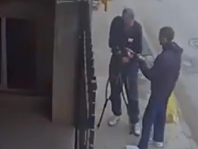 Юноша ограбил старика-инвалида в Ростове на видео
