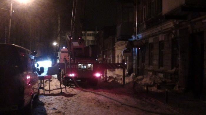 В центре Ростова горит трехэтажный жилой дом: огнем охвачено более 300 кв. м