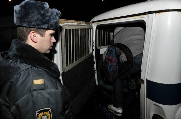 Таксист из Ростовской области  отбился от вооруженных грабителей, защищая машину
