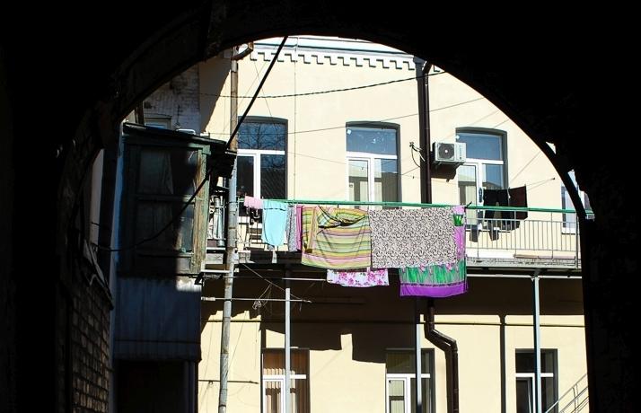 Блеск и нищета Ростова: показываем фасады известных в нашем городе зданий с другой стороны