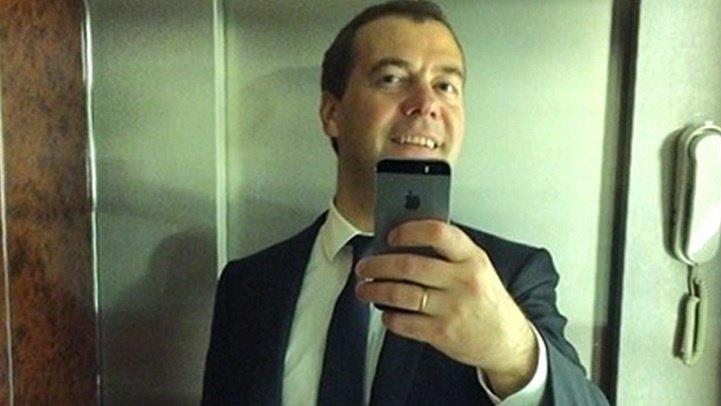 Дмитрию Медведеву требуют понизить заработную плату до15 тыс. руб.
