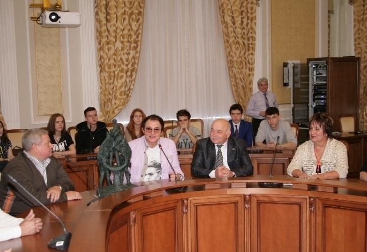 Дмитрий Дибров обсудил со студентами РГСУ идею создания памятника группе «The Beatles»