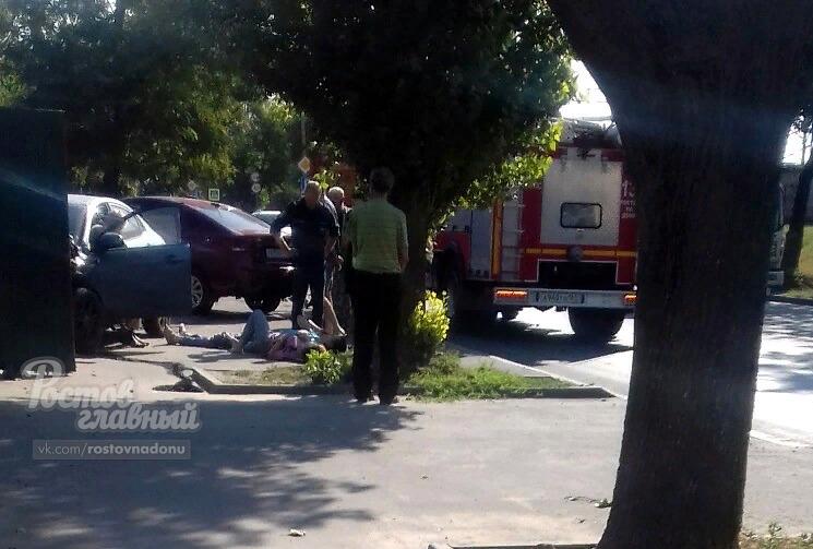ВРостове вмассовом ДТП на Нансена пострадали три человека