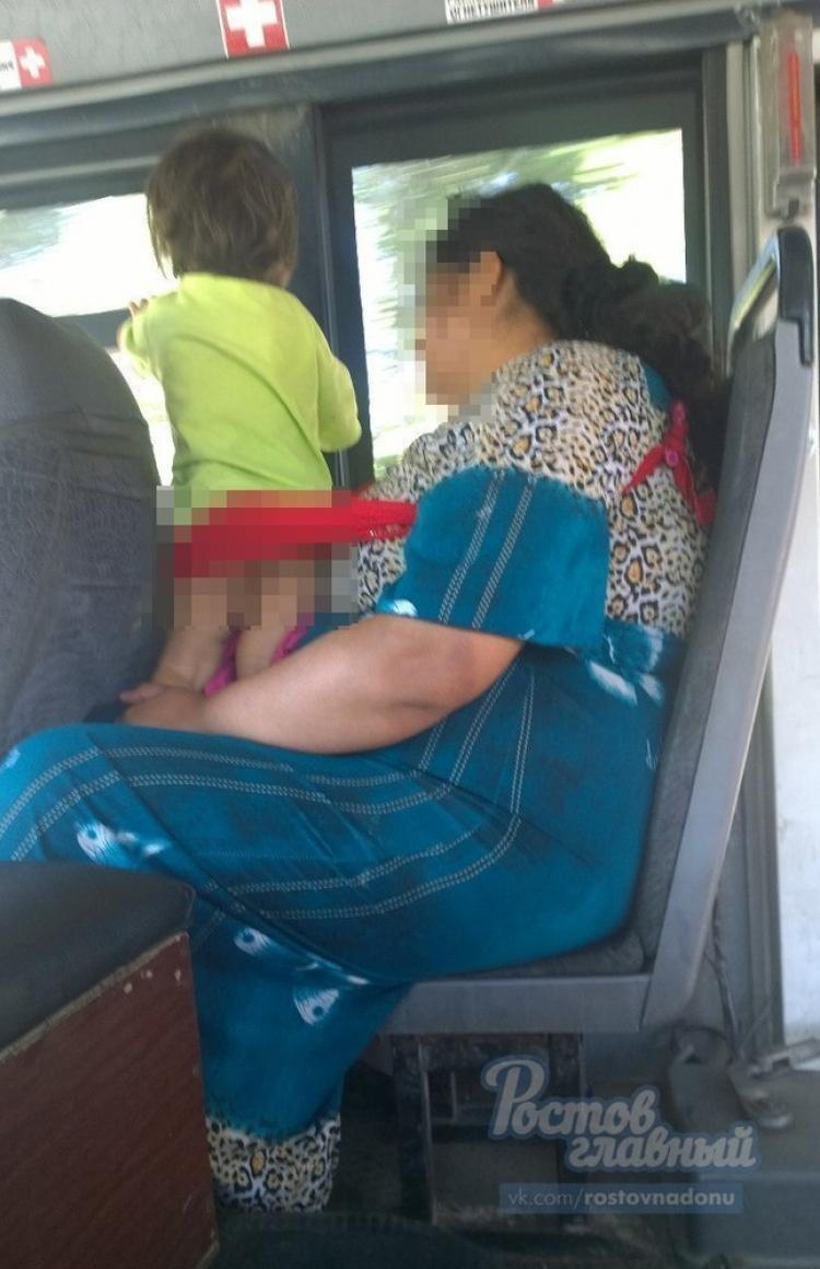 Женщина шокировала пассажиров ростовской маршрутки голым ребенком