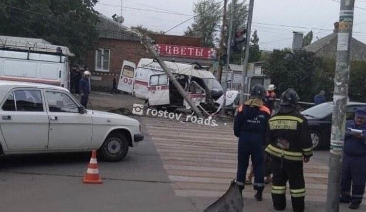 Несколько человек пострадали в ДТП с машиной скорой помощи в Ростове