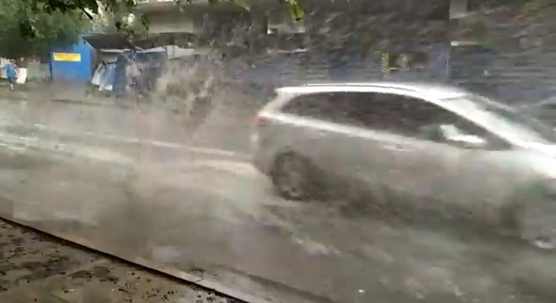 «Водители вовремя дождя— хамы»: ростовчанка пожаловалась наавтомобилистов, незамечающих прохожих