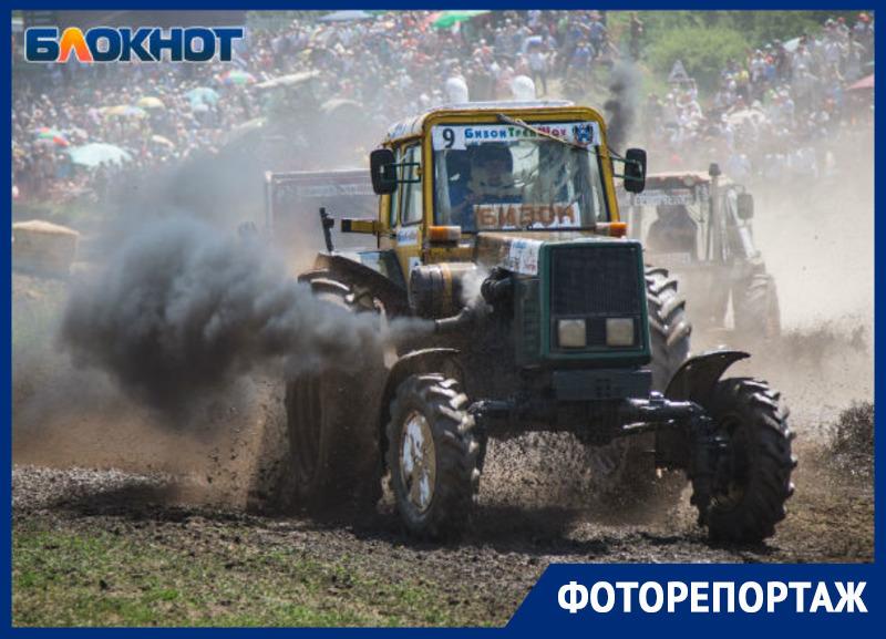 Экстремалы на тракторах: самые горячие снимки гонки «Бизон-Трек-Шоу»