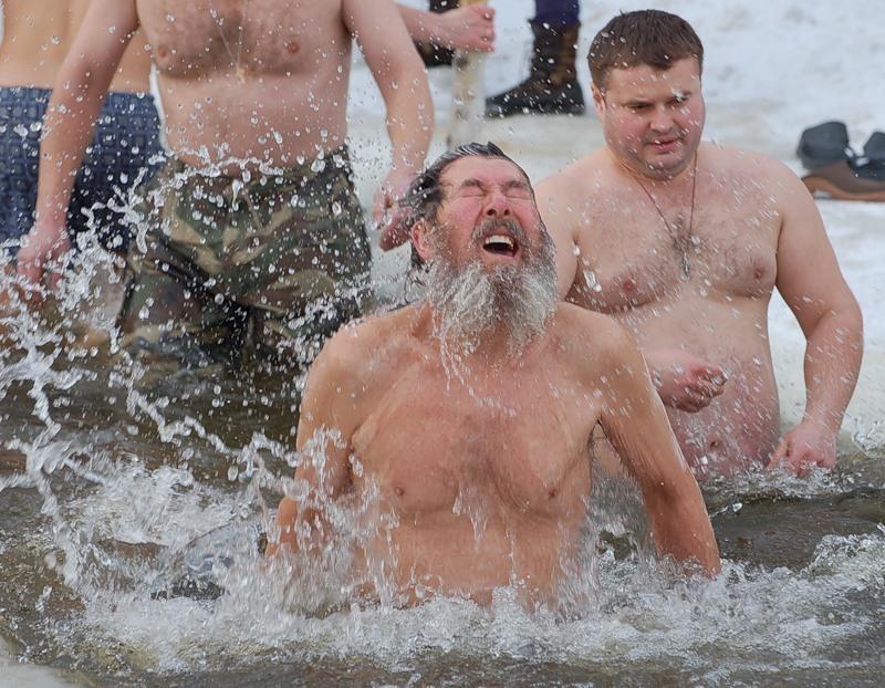 В Ростове во время массового купания на Крещение будут дежурить около 40 спасателей