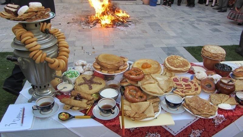 Ростовские студенты отметили Хэллоуин с пирогами и самоваром