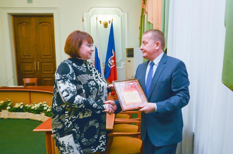 Мэр Ростова поздравил медиков с 8 марта