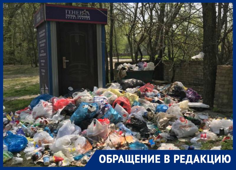 Ростовчане устроили свалку возле мемориала павшим бойцам в Кумженской роще