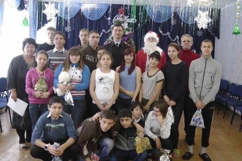 Полицейский Дед Мороз вручил сиротам из Волгодонска билеты в музей