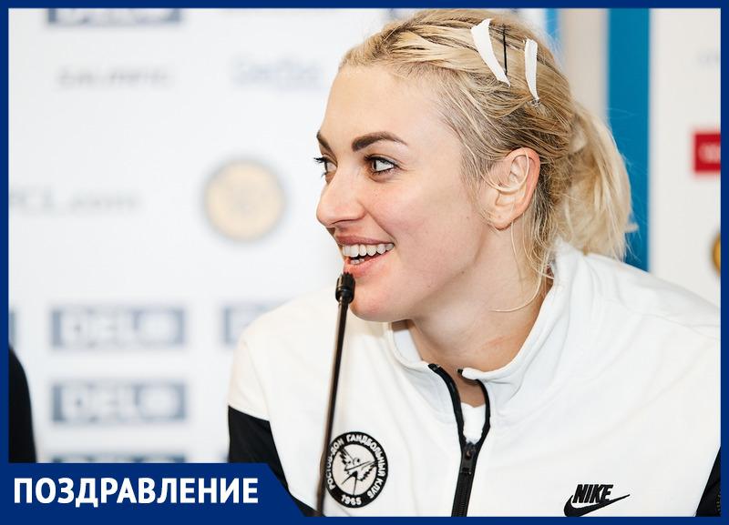 Капитан сборной России погандболу Анна Сень празднует день рождения