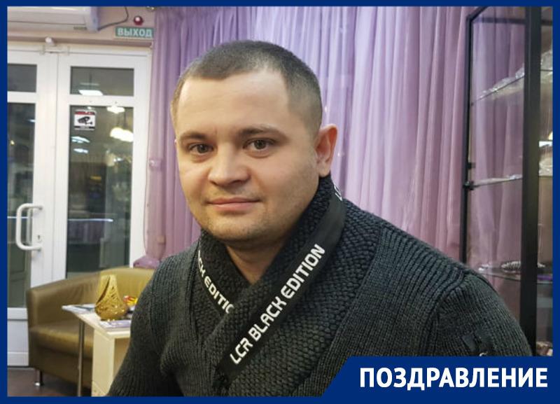 Красавица Олеся поздравляет любимого мужа Дениса Колесникова с днем рождения