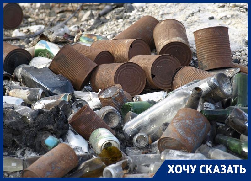 «Администрация ничего не видит и не слышит»: ростовчане пожаловались на вонь и мусор на детских площадках