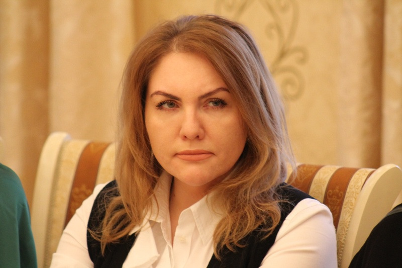 Ростовский депутат-единоросс помогает бомжам, аеесупруг ездит наэлитной иномарке