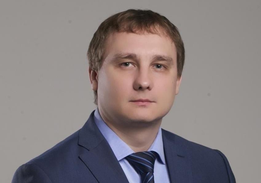 Супруга ростовского депутата-единоросса Бережного зарабатывает 400 рублей вдень иездит на«Лексусе»
