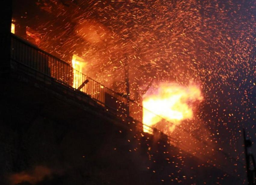 ВРостове-на-Дону впожаре взаброшенном доме пострадали бездомные