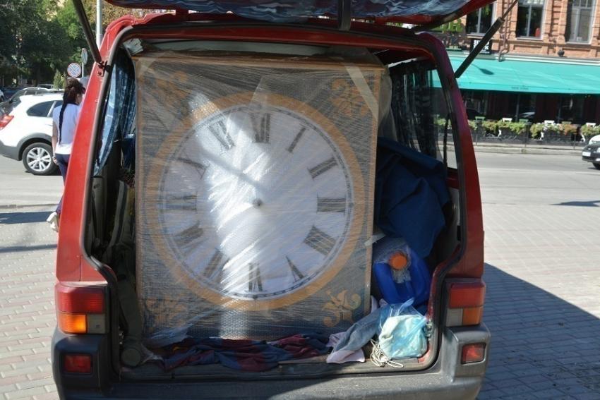 Монтаж уличных часов начат вРостове вПокровском сквере