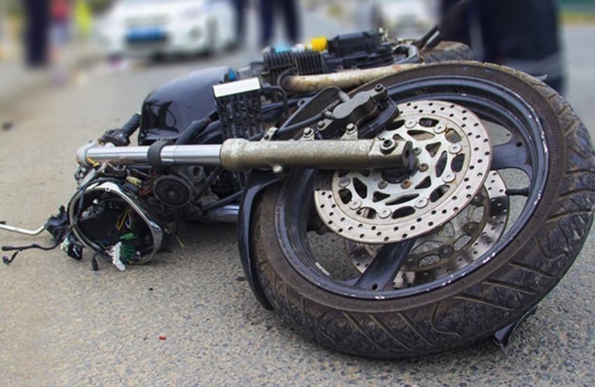Под Таганрогом при столкновении Форд Sierra имотоцикла погибла 14-летняя девушка