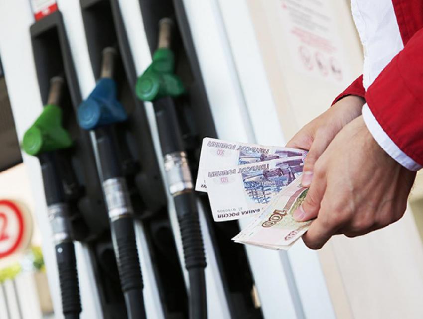 Росстат: Цена набензин начала медленно, однако верно повышаться