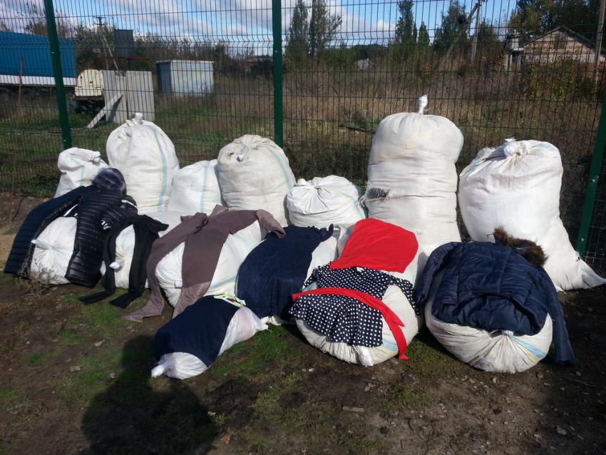 ВРостовской области награнице задержали контрабандистов с14 тюками одежды