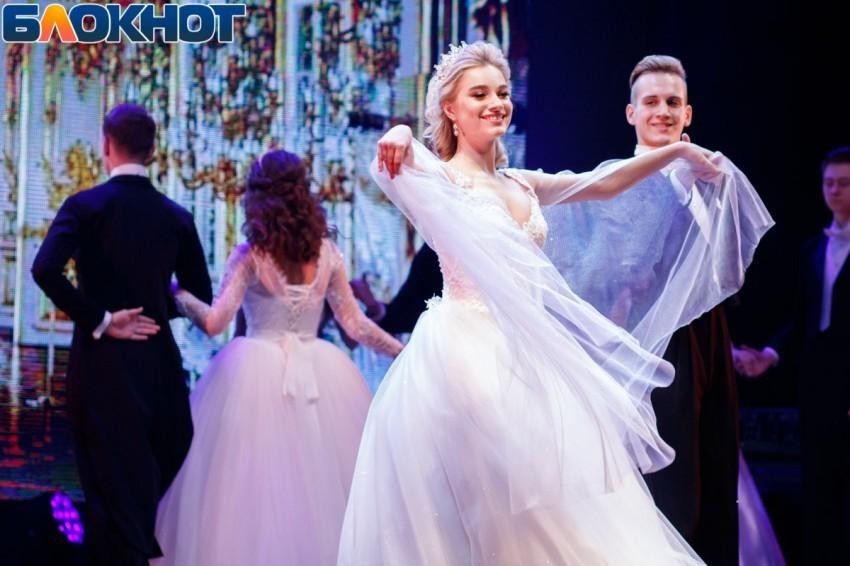 «Прощай, школа!»: рассказываем, сколько в Ростове стоит покупка платья для выпускного