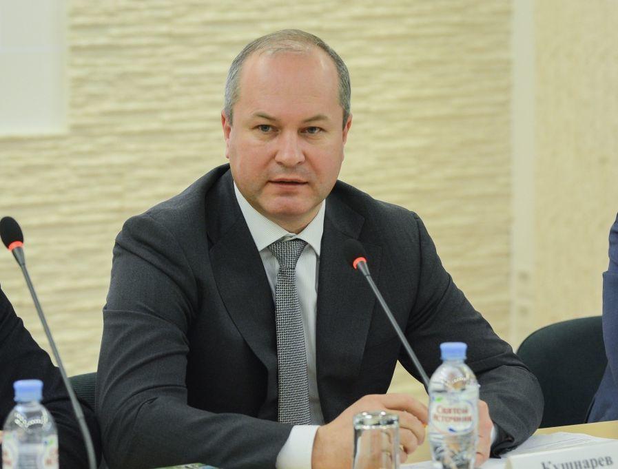 «Почему-то мы все думаем, что город должен и обязан», - мэр Кушнарев об уборке снега