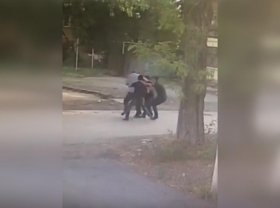 ВТаганроге вооруженные ножом преступники набросились набизнесмена изабрали 9млн рублей