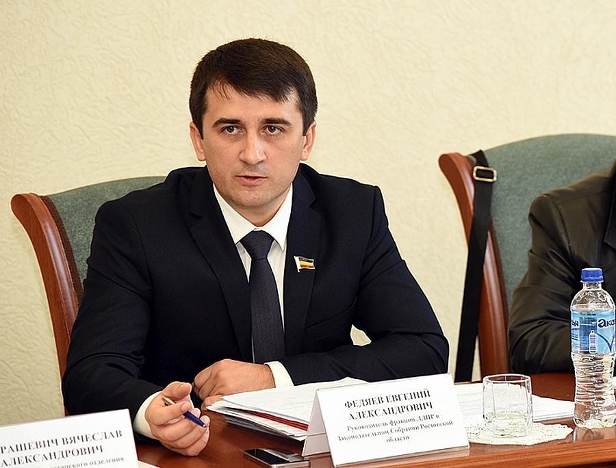 Ростовский депутат на136 тысяч вмесяц содержит жену идетей