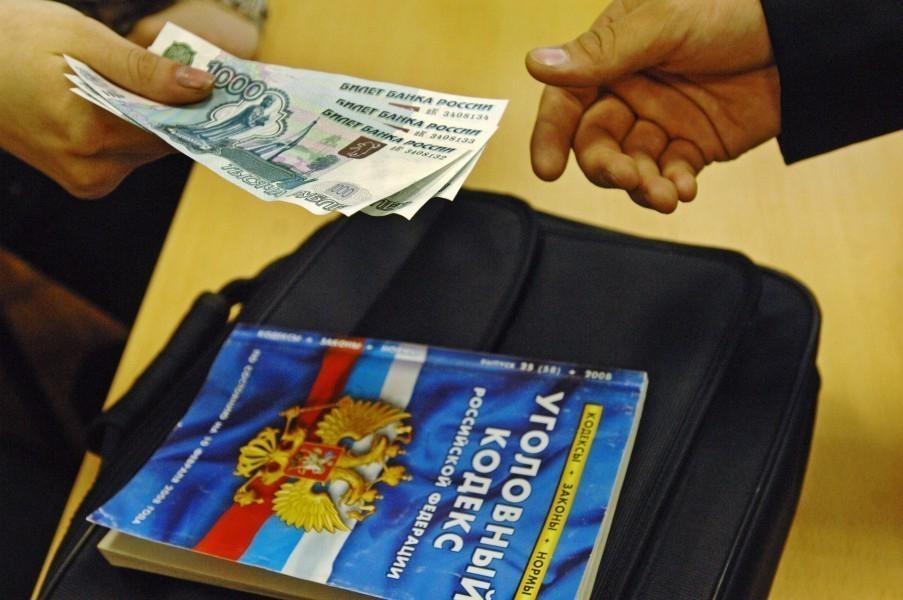 В отношении наркополицейского, подозреваемого в попытке взятки в 500 тысяч рублей, возбудили дело