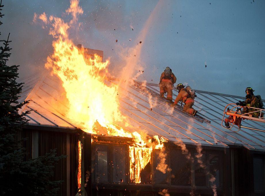 В Ростовской области семья едва не сгорела в страшном пожаре
