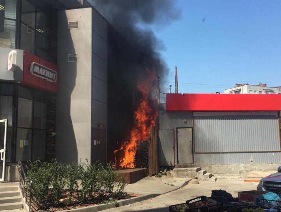 В Ростове на рынке «Уют» вспыхнул пожар