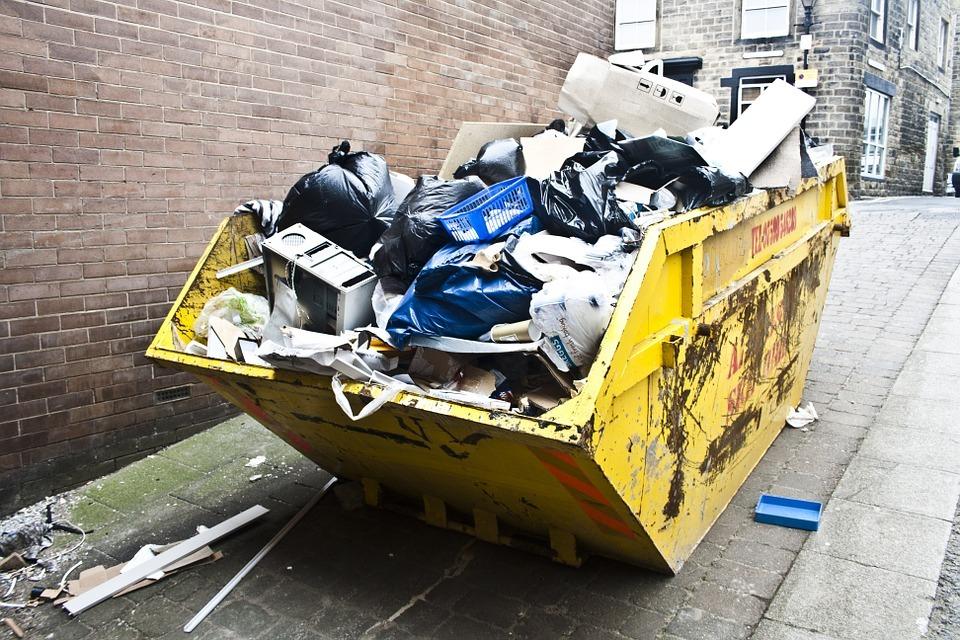 Ростовская УК занижала количество жителей дома, чтобы экономить на вывозе мусора