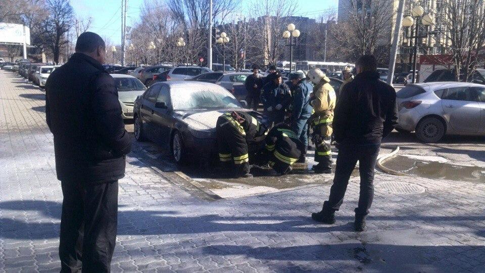 В центре Ростова сгорела BMW 5