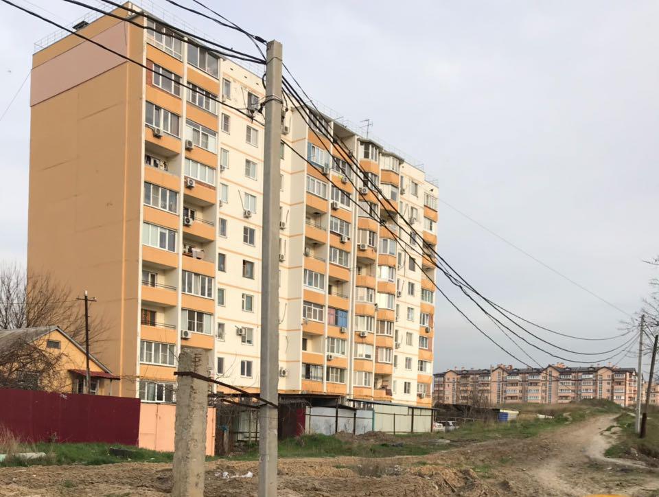 Ежедневно рисковать жизнью приходится жителям домов «Вертолетного поля» в Ростове